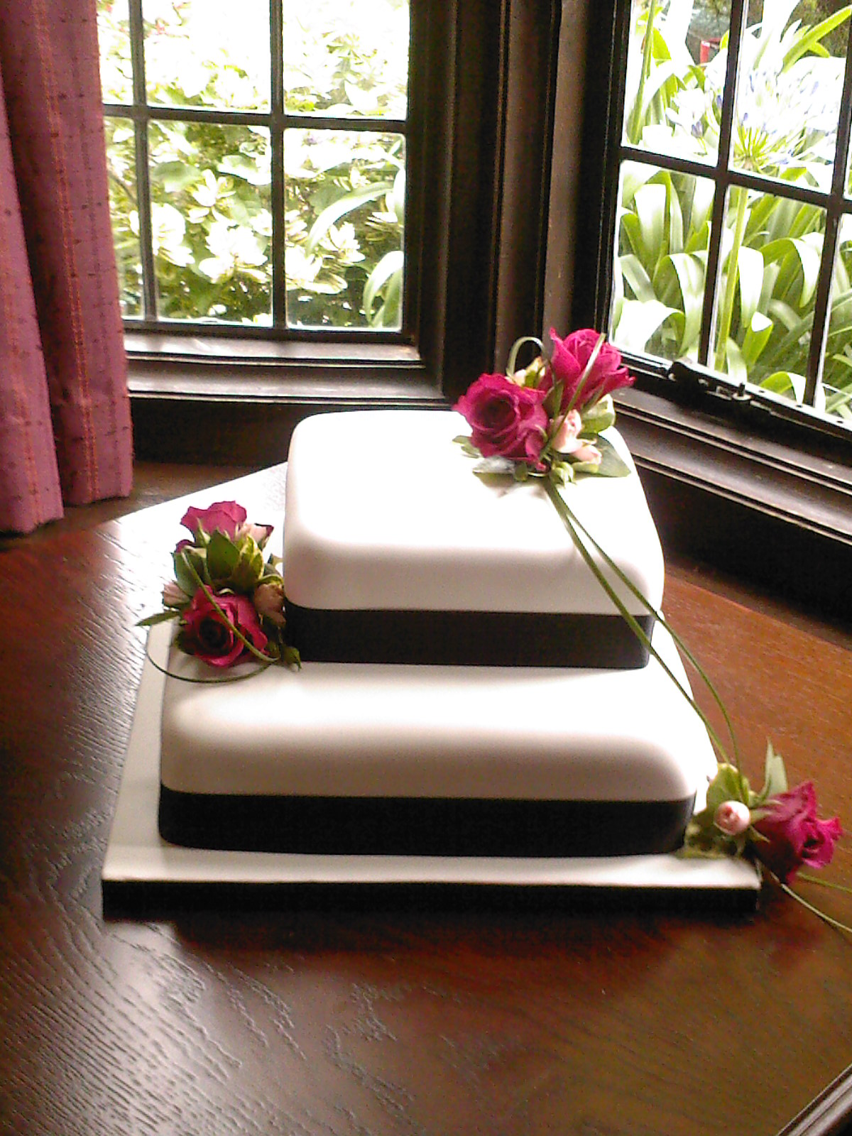 2 Tier Square Wedding Cake With Fresh Flowers Susie s Cakes