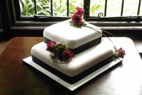 2 Tier Square Wedding Cake With Fresh Flowers