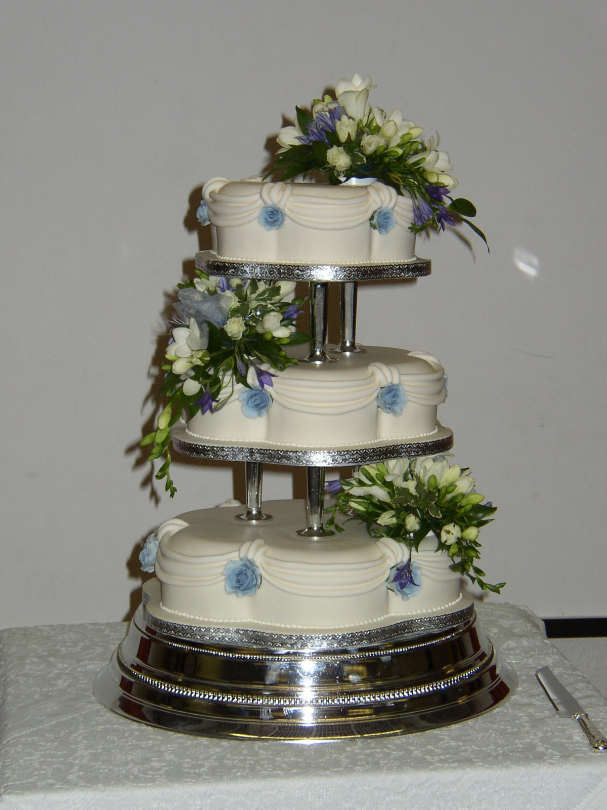 3 Tier Petal Wedding Cake With Fresh Flowers Susie s Cakes
