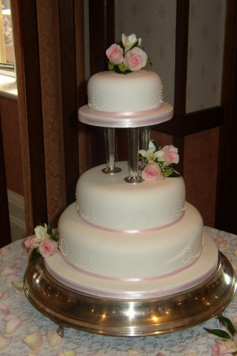 how to stack a 3 tier sponge wedding cake 3 tier wedding cake with fresh flowers 171 susie s cakes 16147