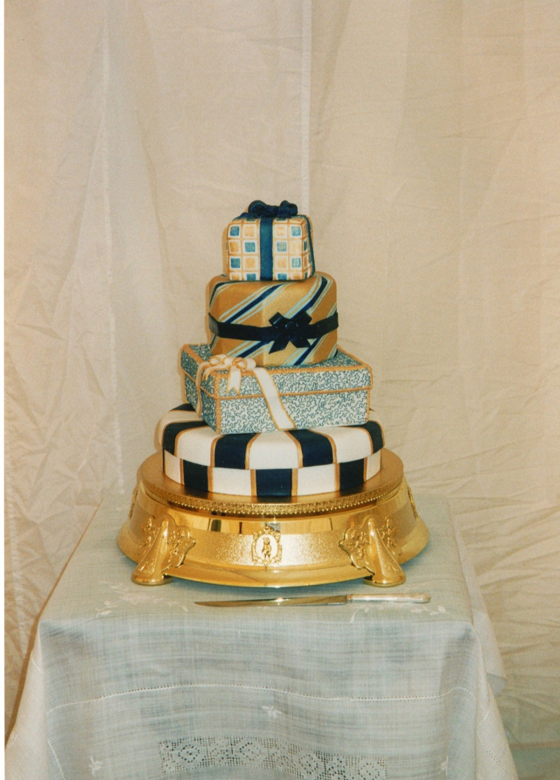 4 Tier Present Wedding Cake