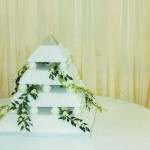 4 Tier Pyramid Wedding Cake With Daisies
