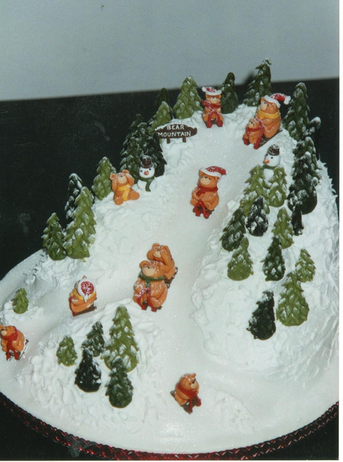Christmas Cake New Design : Bear Mountain Novelty Christmas Cake   Susie s Cakes