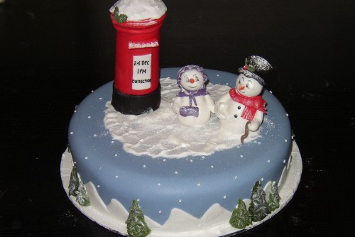 Mr And Mrs Snowman Novelty Christmas Cake