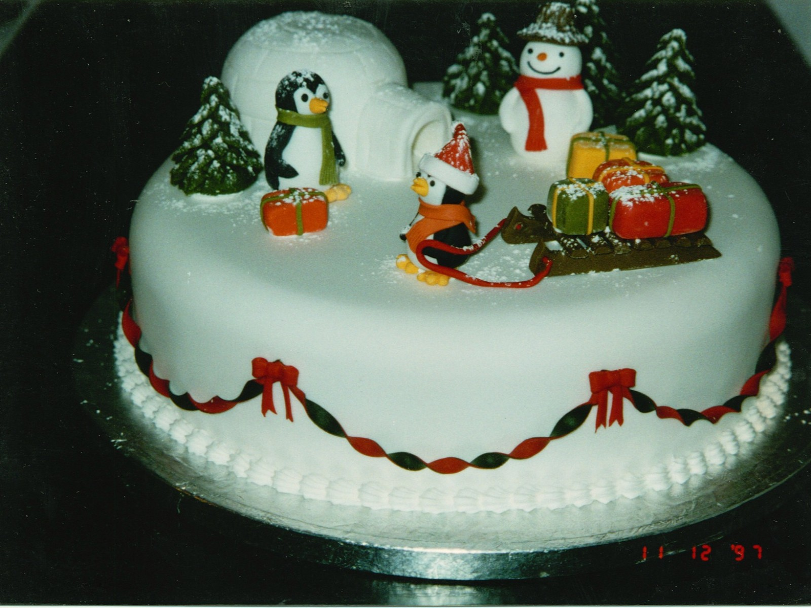 Novelty Christmas Cake Images : christmas cakes