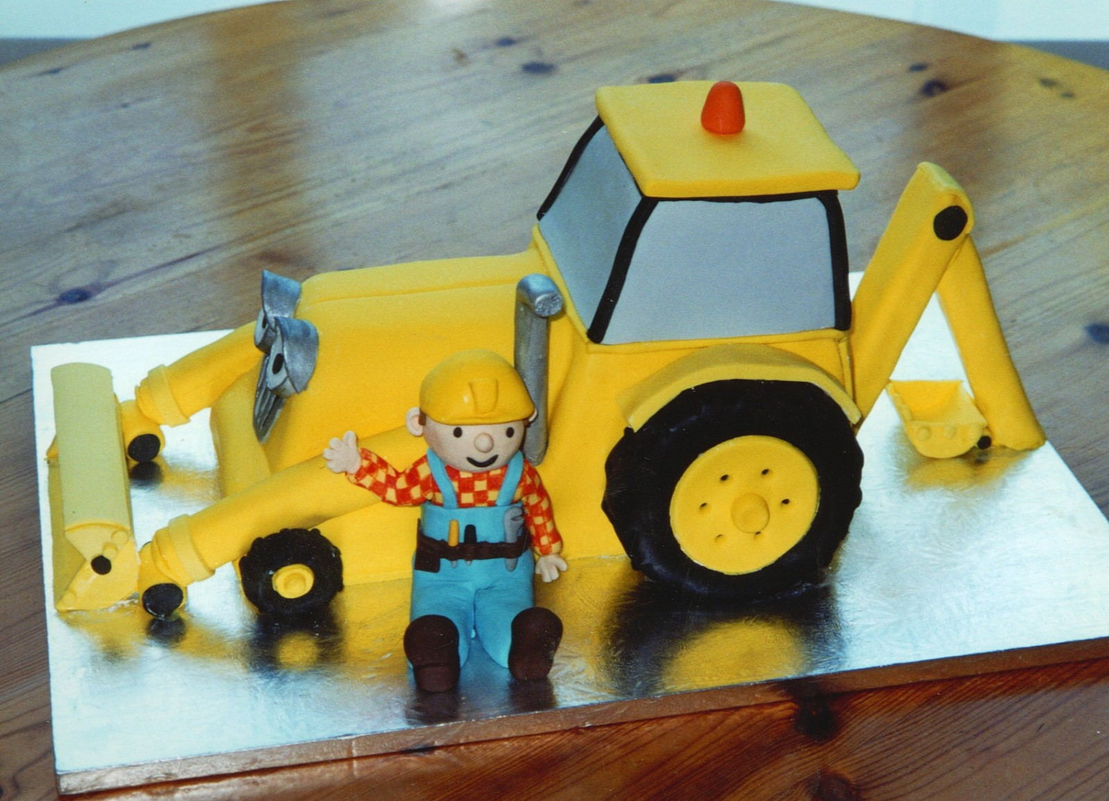 Bob The Builder With Scoop The Digger Birthday Cake Susies Cakes