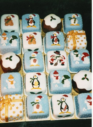 Mini Novelty Christmas Cakes