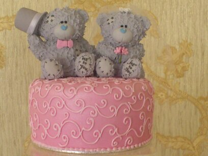 Pink And White wedding Cup Cakes With bear cake TopperA