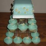 Turquoise Wedding Cup Cakes With Daisies