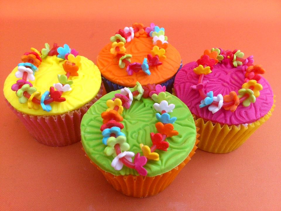 Hawaiian Party Themed Cupcakes Susies Cakes