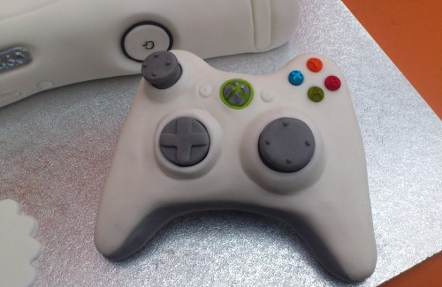 Xbox 260 White Games Console with Controller Cake