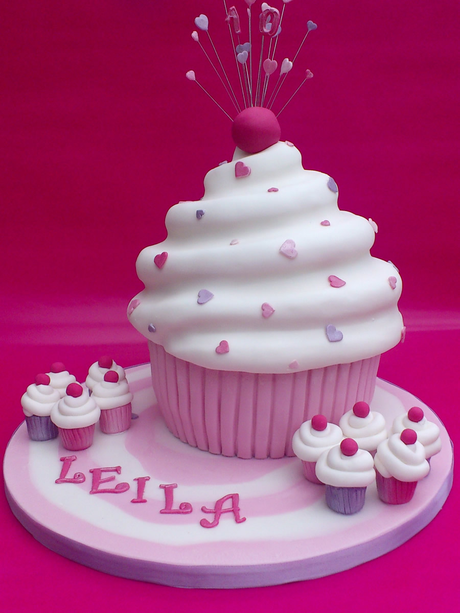 Big Cupcake Images : Giant Cupcake Novelty Birthday Cake   Susie s Cakes