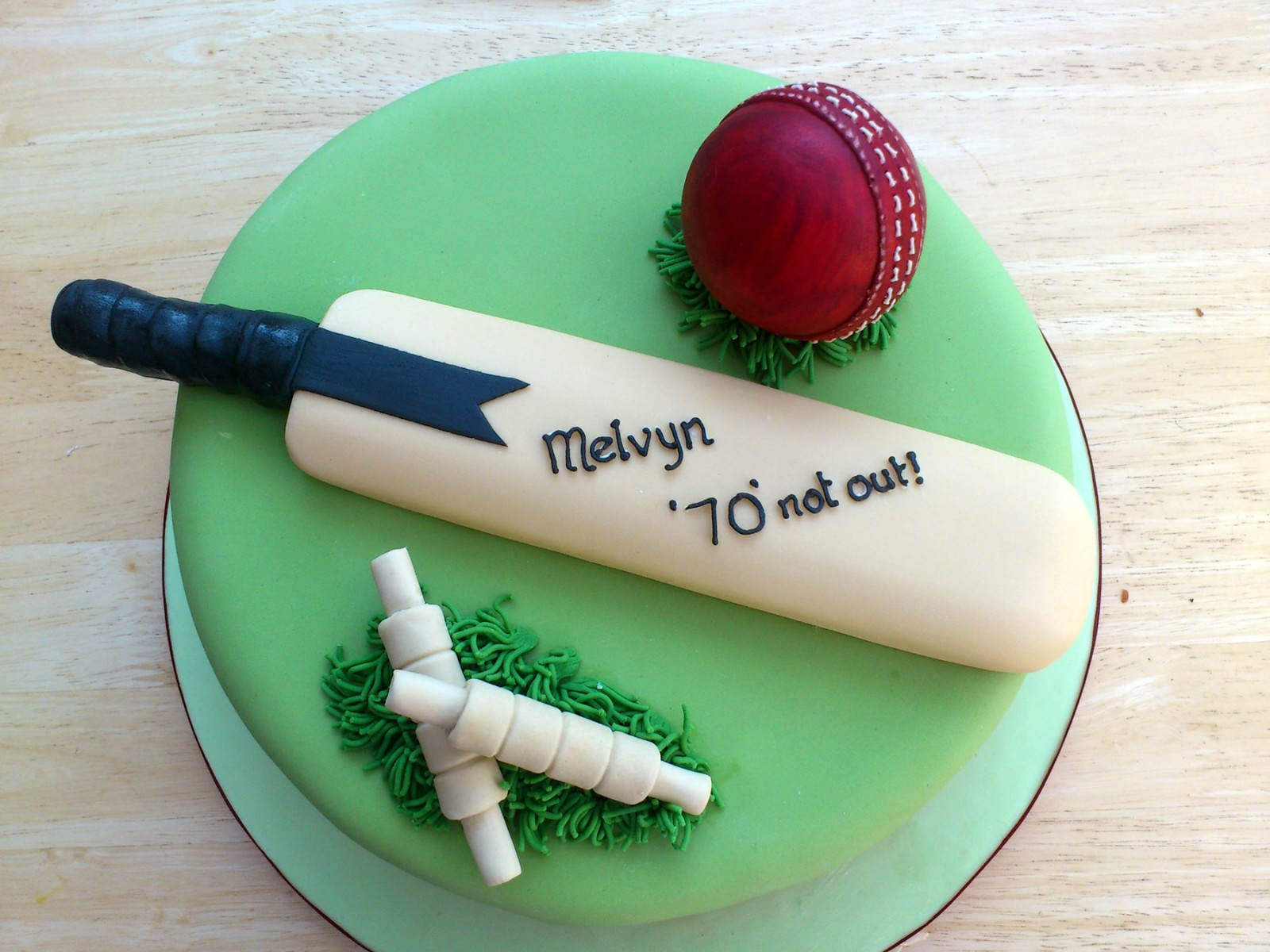 Cricket Bat Cake Images : Pin Novelty Cricket Bat Iced Birthday Cake Cake on Pinterest