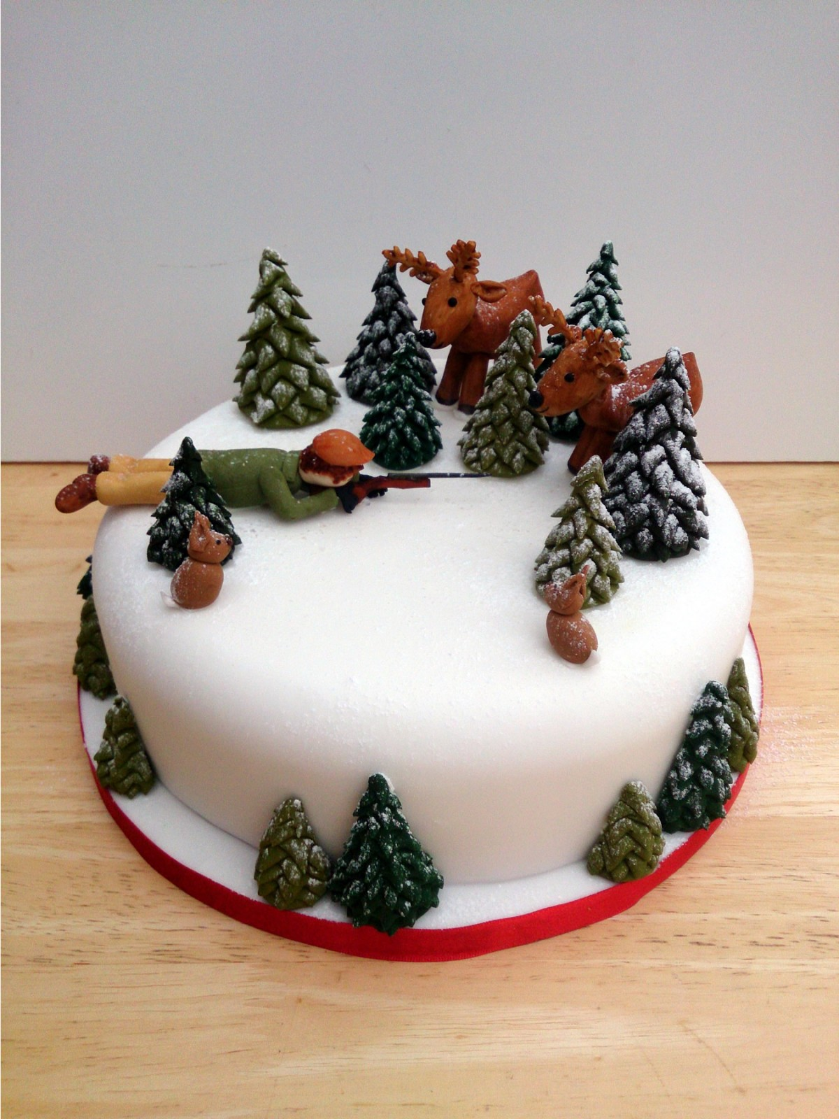 Novelty Christmas Cake Images : Shooting Theme Novelty Christmas Cake   Susie s Cakes