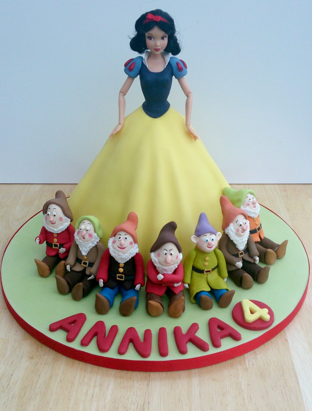 Swell Snow White And The Seven Dwarfs Birthday Cake Susies Cakes Funny Birthday Cards Online Alyptdamsfinfo