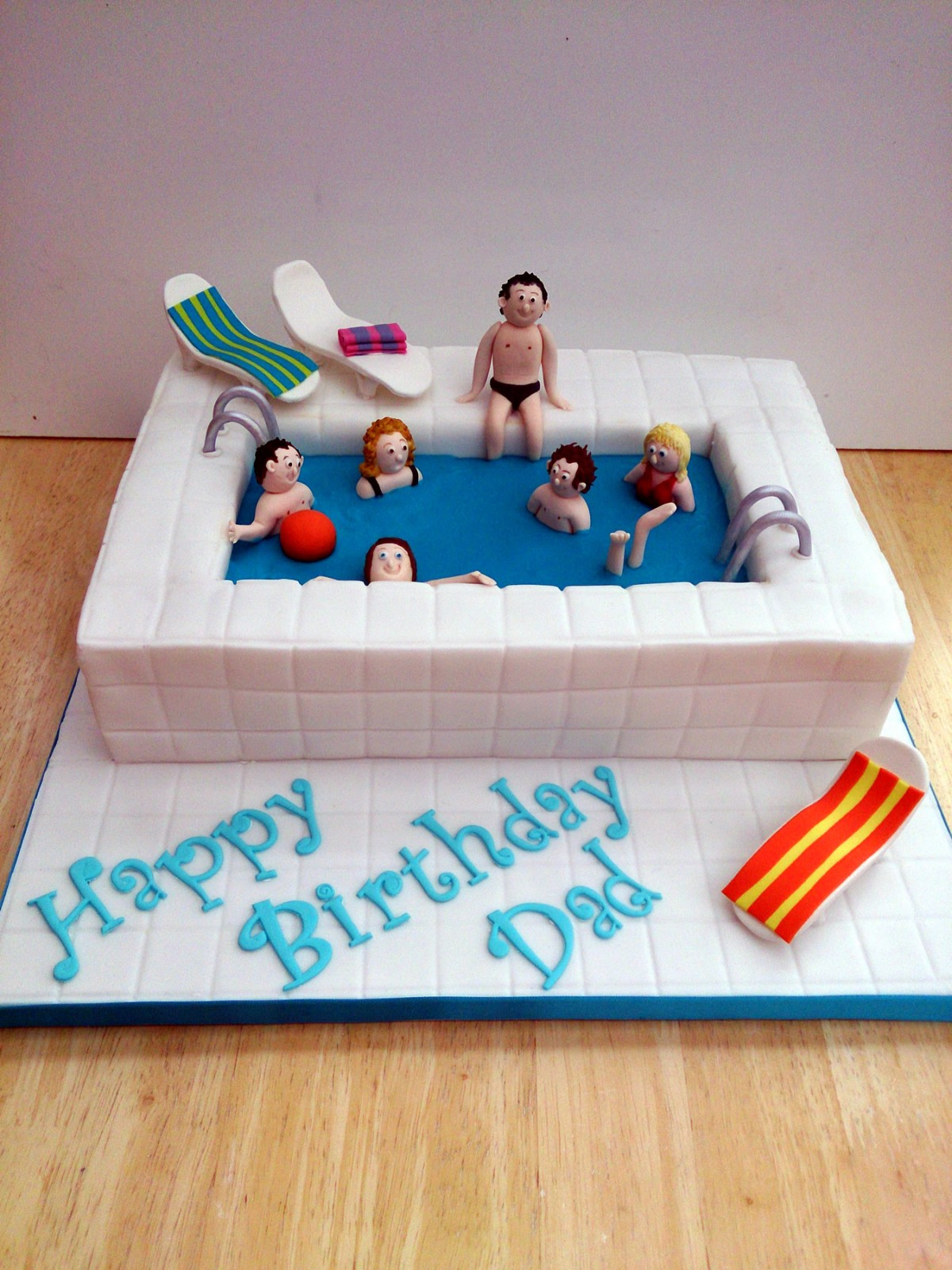 Swimming pool and sunbeds cake susie 39 s cakes for Swimming pool birthday cake pictures