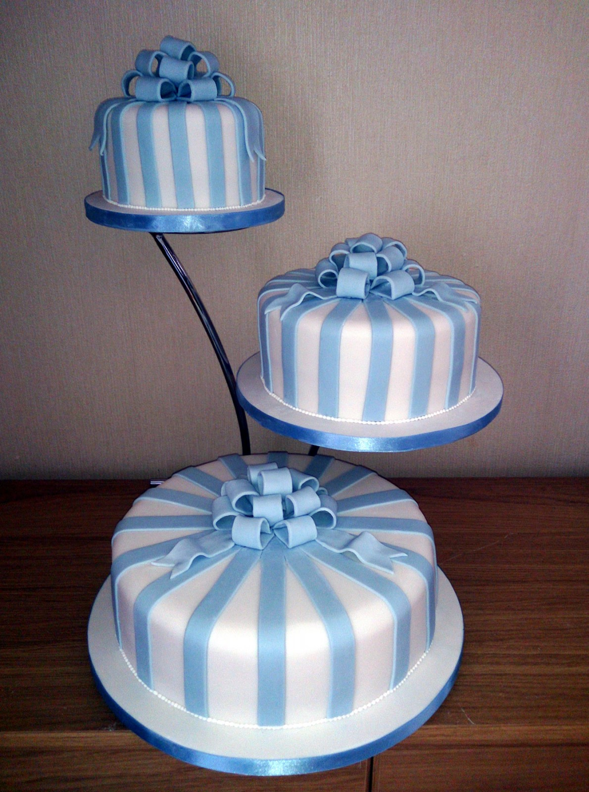3 tier blue and white wedding cakes 3 tier blue striped wedding cake 171 susie s cakes 10214