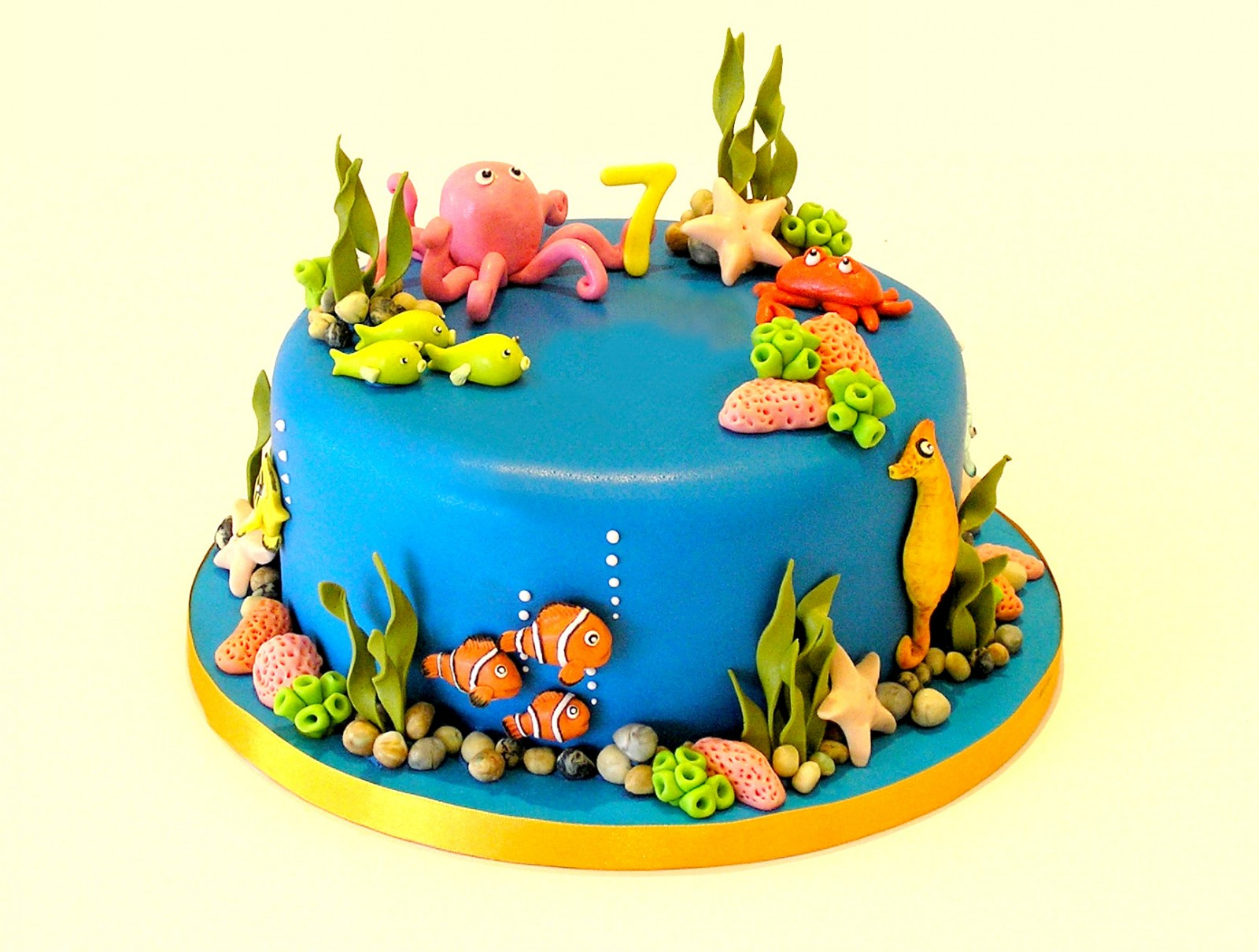Fish Tank Themed Cake