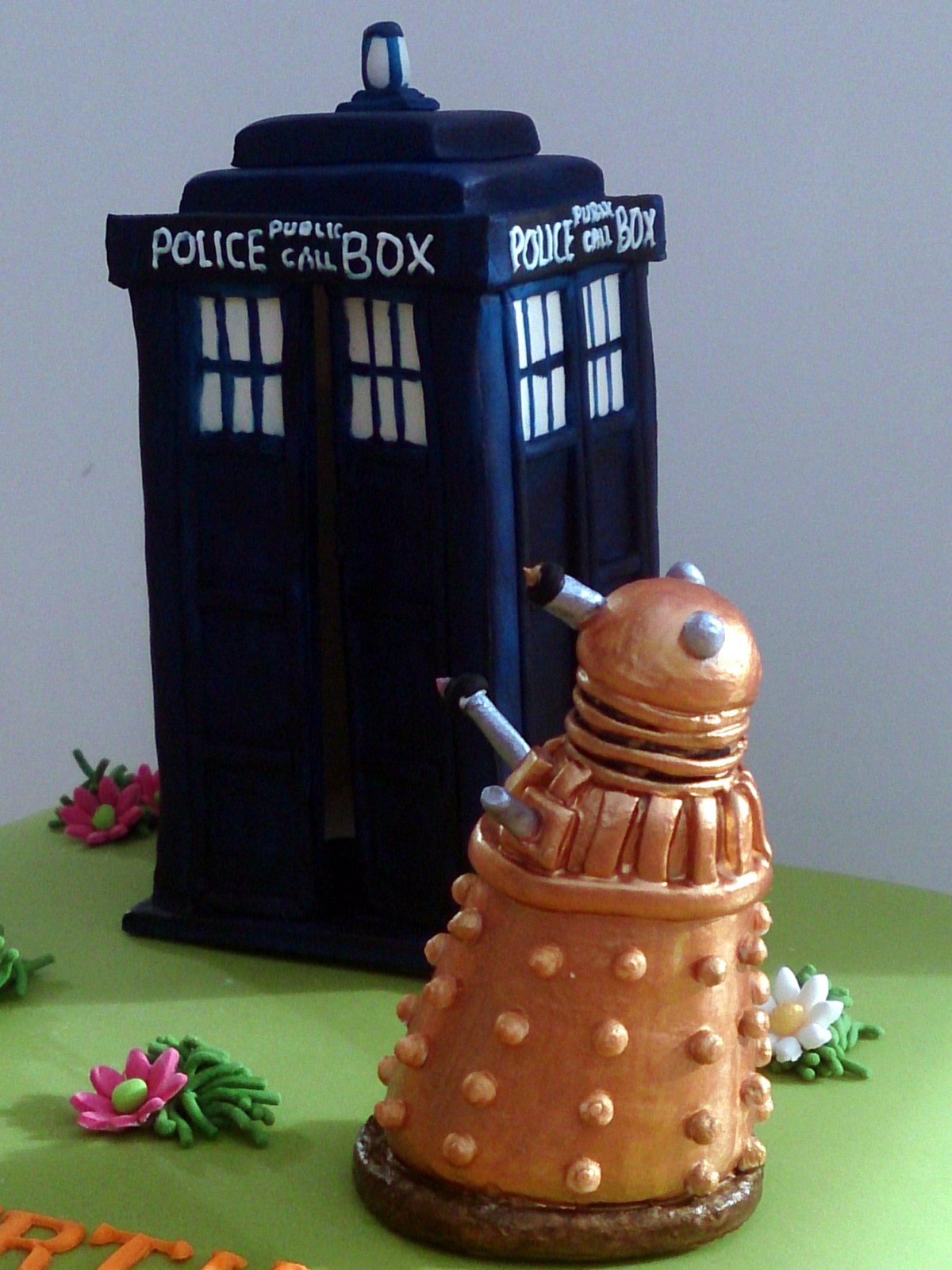 Dr Who Tardis And Dalek Novelty Birthday Cake Susies Cakes