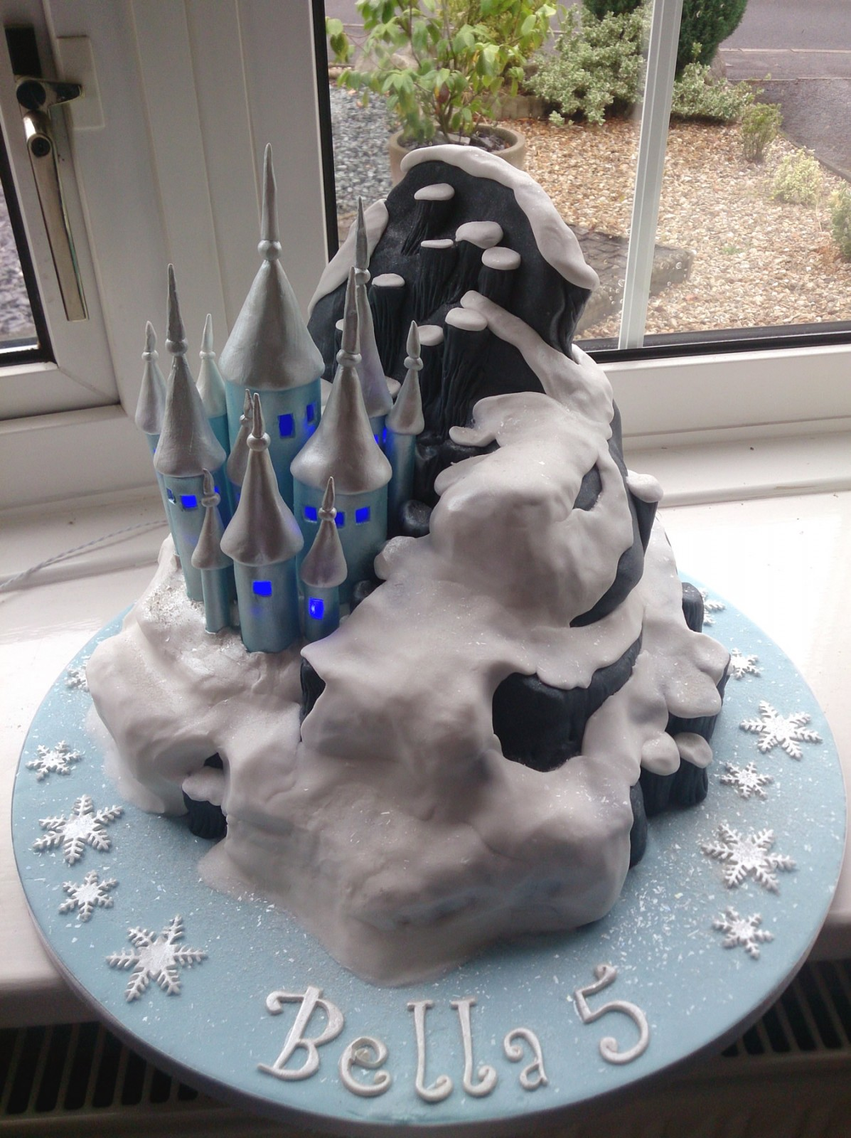 Illuminated Disney Frozen Castle Birthday Cake 171 Susie S Cakes