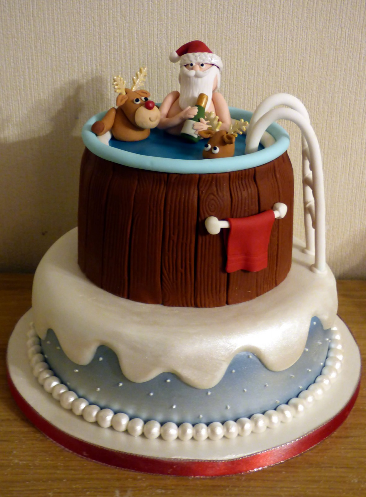 Novelty Christmas Cake Images : Santa and Rudolph Hot Tub Novelty Christmas Cake   Susie s ...