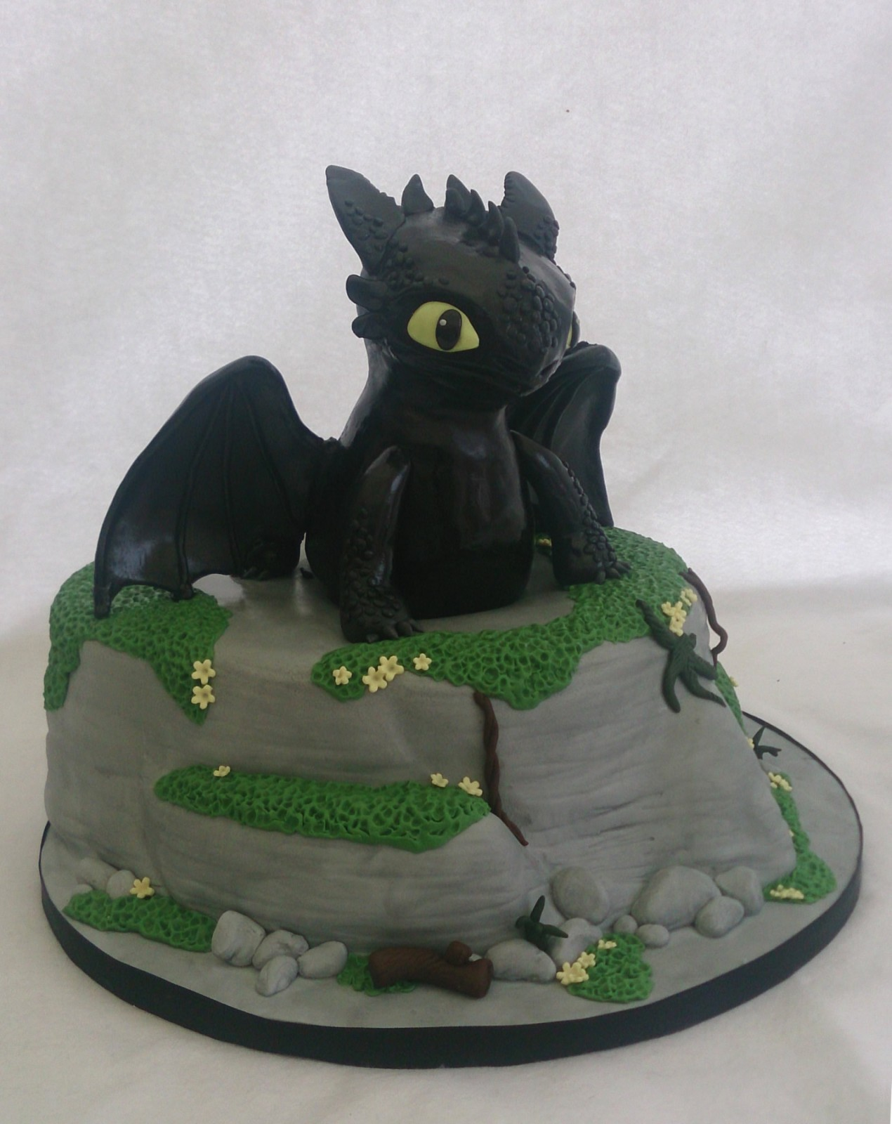 Brilliant Toothless The Dragon Birthday Cake Susies Cakes Personalised Birthday Cards Veneteletsinfo