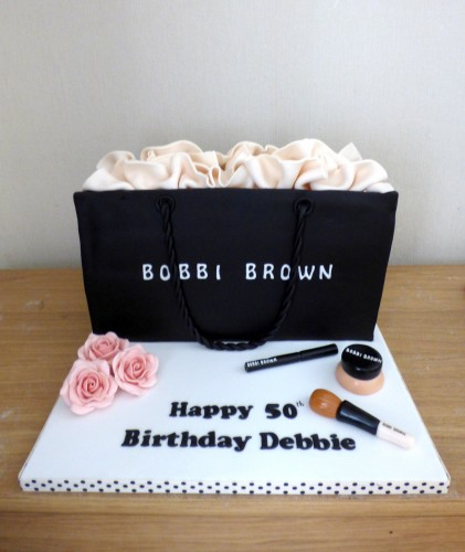 bobbi-brown-bag-and-make-up-birthday-cake