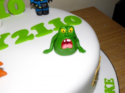 childs-favourite-characters-birthday-cake-fondant-marshmallow-man-slimer-ghostbuster-logo-ninja-lego-man-detail-2