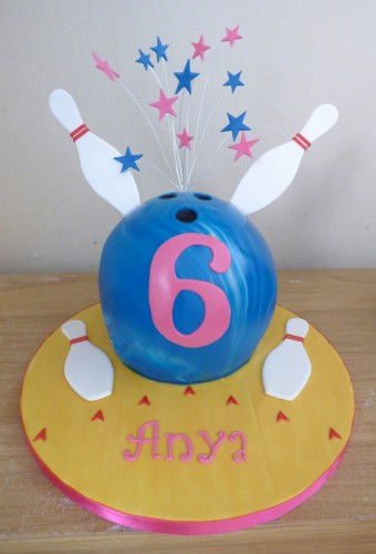 ten-pin-bowling-themed-birthday-cake