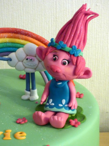 trolls-themed-birthday-cake