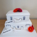 2-tier-suitcase-wedding-cake