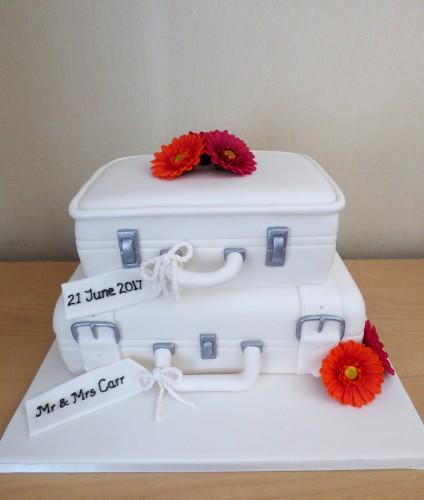 2-tier-suitcase-wedding-cake