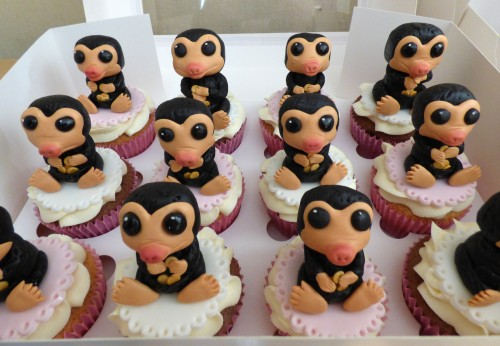 fantastic-beasts-niffler-birthday-cake-cupcakes