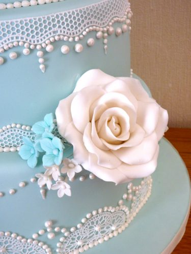 3-tier-elegant-lace-wedding-cake
