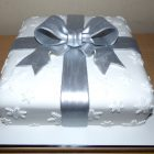 christmas-present-silver-bow-cake