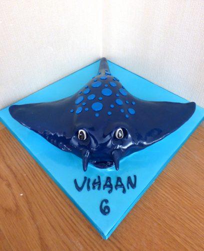 manta-ray-birthday-cake