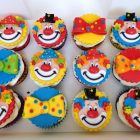 clown-themed-cupcakes