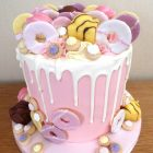 fondant-fancies-and-party-rings-drip-cake