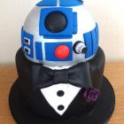 r2d2-themed-grooms-stag-cake