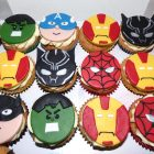 superheroes-themed-cupcakes