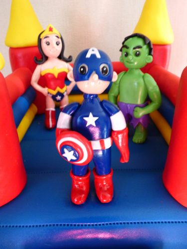superheroes-themedbouncy-castle-birthday-cake