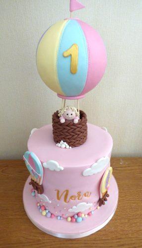 cute-hot-air-balloon-birthday-cake
