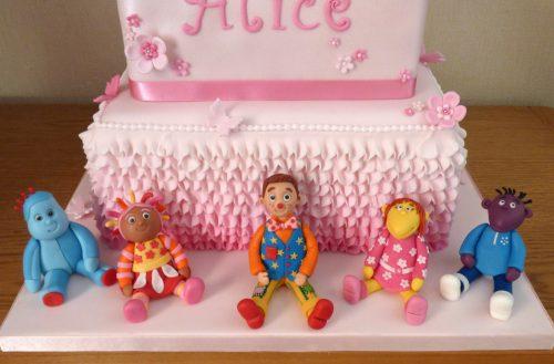 2-tier-alice-in-wonderland-multi-themed-birthday-cake-fondant-iggle-piggle-upsey-daisy-mr-tumble-tweenies-fizz-milo-dorset-detail