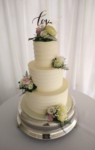 3-tier-elegant-contoured-buttercream-wedding-cake-with-fresh-flowers-and-love