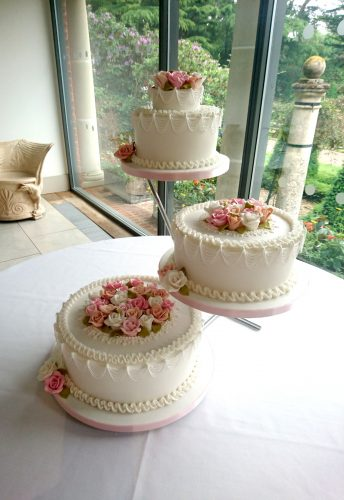 3-tier-traditional-decorated-wedding-cake