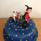fondant-room-on-a-broom-birthday-cake