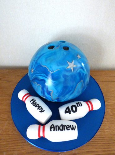 ten-pin-bowling-ball-and-pins-birthday-cake
